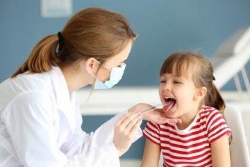 Mit adjunk torokfájásra gyerekeknek?