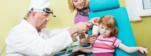 Mi a teendő, ha beszorul a gyerek fülébe vagy orrába valami?