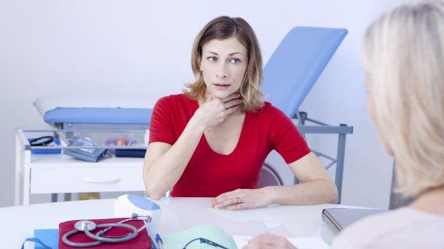Elhúzódó rekedtség: mikor forduljon orvoshoz?
