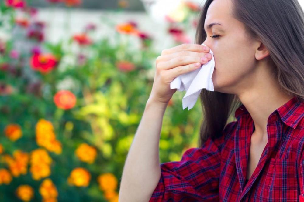 Orrfolyás ellen a szénanátha kezelésével.
