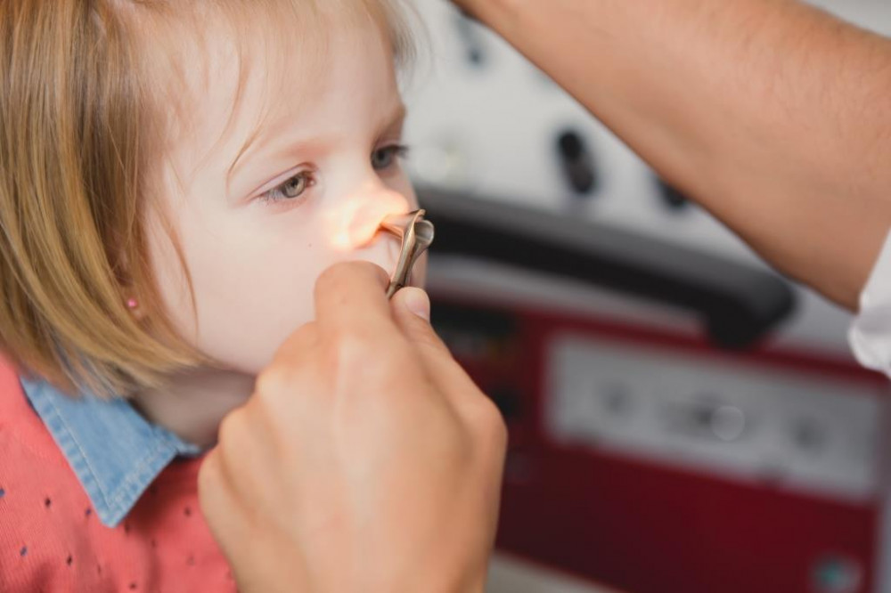 Állandó orrfolyás okainak kivizsgálása gyerekeknél.