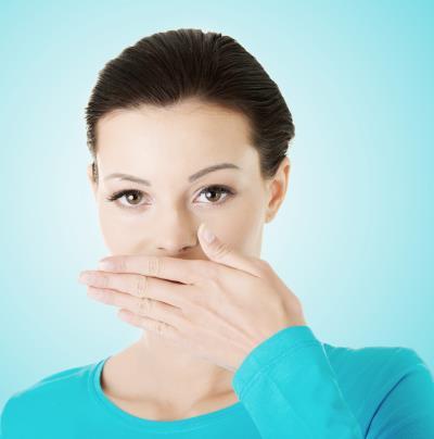 Amiről a rossz szájszag árulkodik • Egészség • Reader's Digest Torokfájás, rossz lehelet